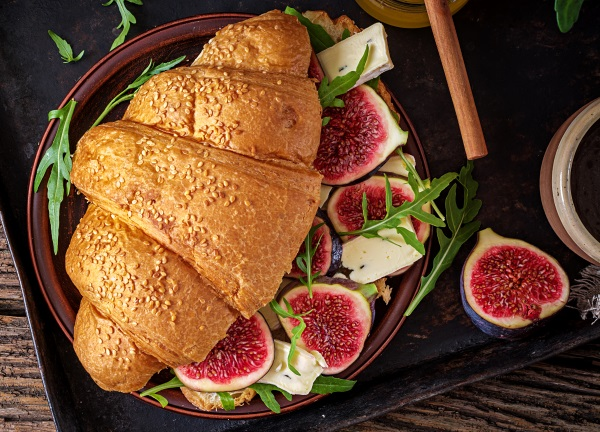 en croissant med brie och fikon