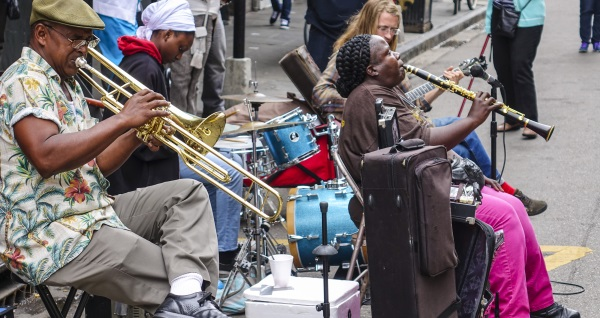 en gatuorkester i New Orleans