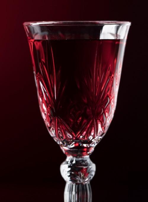 enn glas rött mousserande vin